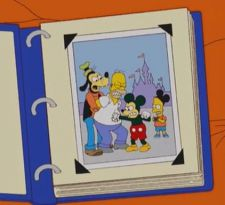 Los Simpson le dan una curiosa bienvenida a Disney con encuentro entre Homero, Bart y Mickey