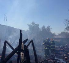 Incendio afecta a mueblería cercana al Parque Brasil en La Granja