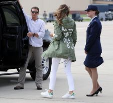 [VIDEO] Trump por chaqueta de Melania: Se refiere a los medios de comunicación de noticias falsas