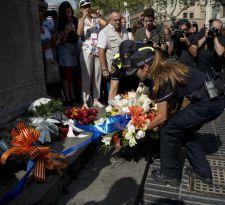 [FOTOS] Barcelona recuerda a las víctimas del doble atentado perpetrado hace un año