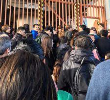 [FOTOS] Demoras en salida de trenes provocan congestión en estaciones de Línea 4 de Metro