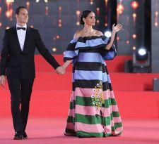 [FOTOS] Leonor Varela inaugura la Gala de Viña 2019 con colorido vestido de Carolina Herrera