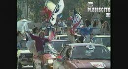 [VIDEO] Comando del SÍ realiza caravana por las calles de Santiago