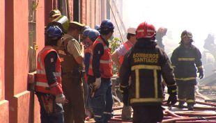 [T13 Tarde] Dos incendios afectan distintas zonas de la región Metropolitana