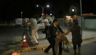 [T13 AM] Equipo de T13 capta enfrentamiento a disparos de bandas rivales en Hospital San José