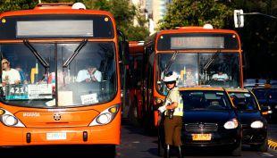 """[T13] Un tercio de los buses del Transantiago tendría que ser renovado por """"eventos"""" en las calles"""