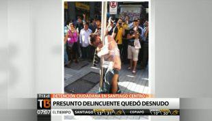 [T13 AM] Detención ciudadana deja a supuesto delincuente desnudo en pleno centro