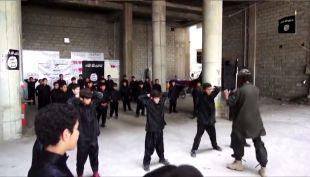 [VIDEO] Estado Islámico difunde imágenes de brutal entrenamiento a niños
