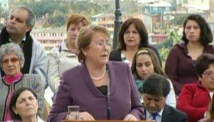 [T13] Presidenta Bachelet visitó Valparaíso para entregar subsidios por incendio