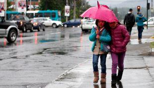 Lluvias en la zona central se prolongarán hasta la madrugada de este domingo
