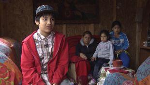 """[T13] Los regalos que deja la """"navidad solidaria"""" en Correos de Chile"""