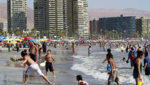 [T13 Tarde] Comienzo del verano se pronostica con récord de temperaturas
