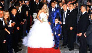 """Llegada de la Pdta. Bachelet y astros del fútbol marcan la """"boda de ensueño"""" de Vidal"""