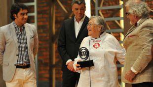 """[VIDEO] El emotivo adiós del equipo de """"Master Chef Chile"""" a la abuela Eliana"""
