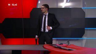 [VIDEO] Hombre armado entra a estudio de TV holandesa y es detenido ante las cámaras