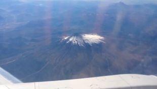 [VIDEO] El sobrevuelo del avión presidencial al volcán Villarrica