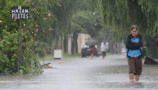 [VIDEO] Alrededor de 2000 evacuados por inundaciones en Argentina