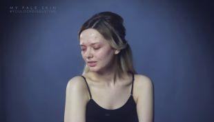 [VIDEO] El duro mensaje de una mujer que decidió mostrar su rostro sin maquillaje