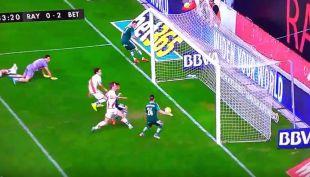 ¡Remata! El increíble fallo del jugador del Real Betis que no quiso hacer el gol