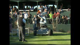 [VIDEO] Robot golfista logra hacer un hoyo en el primer tiro