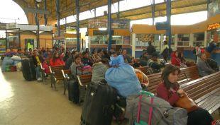 Bolivia: Turistas chilenos siguen atrapados en Cochabamba por paro de camioneros