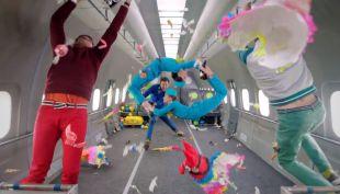 [VIDEO] Ok Go logra increíble video filmando en gravedad cero arriba de un avión en pleno vuelo