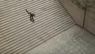 [VIDEO] Skater voló para saltar escalera de 25 peldaños