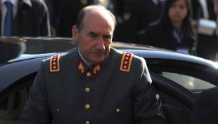 """Aseguran que patrimonio de ex comandante Fuente-Alba no cuadra """"con su sueldo de funcionario"""""""