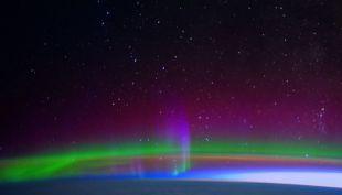 Un burrito recubierto en salsa alucinante: captan espectacular aurora boreal desde el espacio