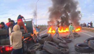 [VIDEO] Pescadores protestaron en Chiloé con cortes de rutas