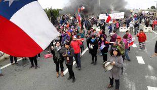 Ministro de Economía arriba este miércoles a Chiloé en medio de protestas de pescadores