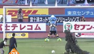 [VIDEO] Ver para creer: El nuevo look de Messi, un penal de Godzilla y mucho más