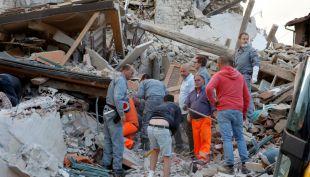 Terremoto en Italia: hombre y mujer son rescatados de las ruinas