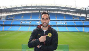 [VIDEO] La primera entrevista de Claudio Bravo como jugador del City