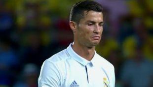 [VIDEO] Cristiano Ronaldo se molesta tras ser reemplazado en empate del Real Madrid