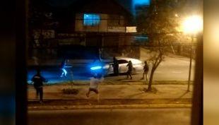 [VIDEO] Joven es baleado en ataque de barristas a bus del Transantiago tras salir del estadio