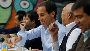 [VIDEO] Felipe Alessandri llega a votar a la comuna de Santiago