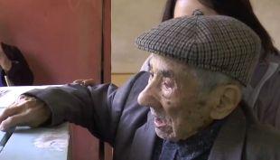[VIDEO] Así votó el hombre más longevo de Chile