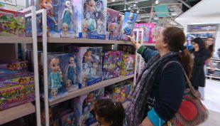 [VIDEO] Navidad 2016: Los chilenos dicen que harán menos regalos este año