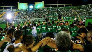 [VIDEO] DLV en la Web: Chapecoense recibe corona de campeón y todos los goles de la Primera B