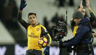 [VIDEO] Alexis Sánchez conquista Inglaterra con sus goles y su carisma
