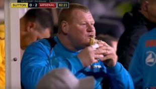 """[VIDEO] Así disfrutó el arquero """"XL"""" del Sutton el partido ante Arsenal por la Copa FA"""