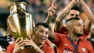 [VIDEO] Arturo Vidal desata furia en Argentina por cantar que ya me acostumbré a ganar