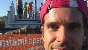 [VIDEO] Iguana invade cancha y genera revuelo en partido de tenis del Miami Open