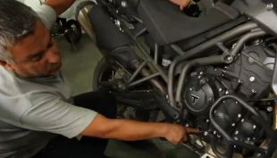 [VIDEO] Tips de Mecánica: ¿Cómo medir el nivel de aceite de tu moto?