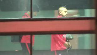 [VIDEO] La Roja llegó de madrugada y fue recibida por pequeña hincha