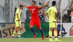 """[VIDEO] Esteban Paredes: el goleador más viejo de """"La Roja"""""""