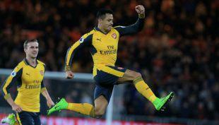 [VIDEO] Alexis Sánchez lucha por el cetro de goleador de la Premier League