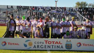 [VIDEO] Liga de la Justicia argentina: futbolistas salen a la cancha como superhéroes
