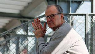 [VIDEO] Marcelo Bielsa dirige su primera práctica en Lille desde un escritorio
